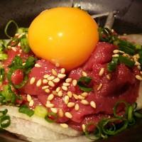 バル肉寿司 - 新鮮馬肉のユッケです♪