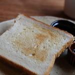 カフェルセット鎌倉 - 2枚目は、発酵バター20%の、を薄切りでお願いしました。