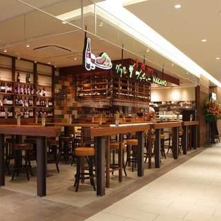 開放感のある店内で信州産ビーフ・信州産ワインが味わえます!
