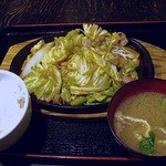 まんぷく食堂 - スタミナ鉄板焼定食 600円 (2014/2) (''b