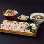 京まる - 昼) ミニ海鮮丼と自家製麺 冷・温鶏南蛮そばセット980円
