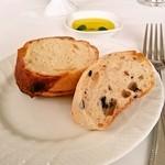 サン・ヴァンサン - バゲット、ブラックオリーブのパン