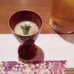 居座火家 喜人 - お通し。一口サイズのスープ、素材のサツマイモのお味たっぷり、食感良し◎でした。