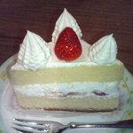 イエローハウス - 料理写真:三角ショートケーキ1個