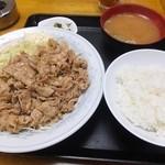食事処 志野 - 豚肉七味炒め定食980円、ご飯少なめ