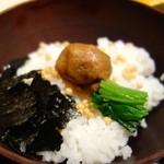 茶屋 青柳 - 名物 鯛胡麻茶漬け(2381円)・ご飯に乗せ、お茶をかけると…