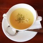 ダイニングカフェ・オーパ - オムライスにセットのスープ