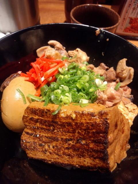やきとり宮川 豊洲店 - ランチのモツ煮豆腐丼1,000円
