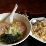 金龍 - 料理写真:塩ラーメン+半チャーハン