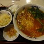 味園酒家 - タンタン麺と半炒飯のセット:750円