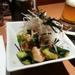 庄助 - 鶏ササミと胡瓜のピリ辛和え480円