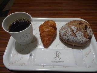 メゾン・カイザー・カフェ COREDO日本橋店 - モーニングコーヒー:154円、プチクロワッサン、レーズンとクルミのコンプレ