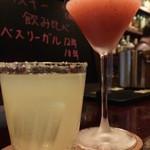 バー ルート - 本日4回目の乾杯だ♪友人のイチゴカクテルも美味しかった。