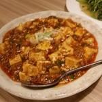楽楽屋 - 「麻婆豆腐 (780円)」、あまり強烈な辛さはなく食べやすい