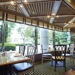 SATSUKI  - 柔らかな光がテラスから差しこむ明るく開放的な店内
