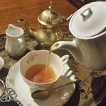 35734230 - 紅茶を注ぐ時の香りが落ち着きます