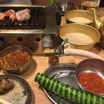 大阪焼肉・ホルモン ふたご - きゅうり1本とまっこりやかん