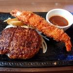 ステーキガスト - 料理写真:チーズINハンバーグ&大きなエビフライ(1399円)