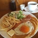 カフェ マチルダ - 念願のマチルダ!退院祝! ベーコンエッグパンケーキ850円 結構ボリューム有。 どうにかがんばってモーニングに来てみたいなぁ、通院の時に早起きするかな。