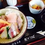 35747037 - 沢山のお刺身がのっかった海鮮丼!