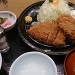 山かつ - もち豚ロースとかきフライ定食¥1300