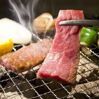 炭火で焼き上げる上質な食材