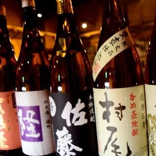 厳選された日本酒や焼酎の数々。