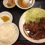 新新園 - トンテキ定食1200円