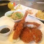 カフェ・ドゥ・ジパング - 料理写真:2015/03/09 今日のランチ✨海老フライ&白身魚フライ〜