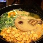 康竜 - 自分仕立てラーメン(海苔、味玉、揚げにんにく、豚角煮)