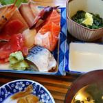男鹿海鮮料理 三代目ほたる - マル特刺身定食(1000円)