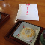 35752743 - 梅ヶ枝餅と梅茶のセット