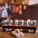 スタンディング 8オンス - ドリンク写真:日本酒 飲み比べセット400円