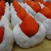 菓心 かめだや - 料理写真:生クリーム入りの『いちご大福』です。2Lサイズの大きな苺を使用。お餅には新潟県佐渡島産のこがねもちを使用。ふんわり食感のこだわり品です。
