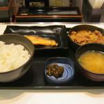 吉野家 - 「牛鮭定食」です。