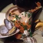 サカナバル グリル - いろんな貝のワイン蒸\750-