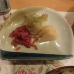 サンペルラ志摩 - 伊勢沢庵、柚子白菜、赤蕪の刻み漬け