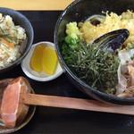 やひち - 天ぷらぶっかけうどん+かやくごはん