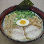 ラーメン 八卦 - 料理写真:久留米ラーメン(とんこつ) 700円