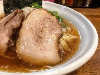 上海麺館 - 豚そば・大盛り 麺顔アップ