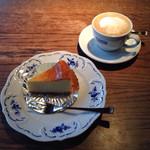 カフェ・レスパス - ニューヨークチーズケーキとカプチーノ