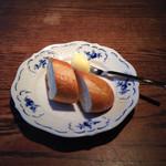 カフェ・レスパス - バケットとフルーティーなマーガリン