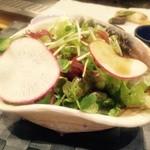 鉄板焼 季流 - 葉ものたっぷりのサラダ
