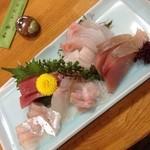 和食かたおか - 定番の刺し盛り一人前 内容は毎週違います