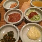 韓国鶏鍋 GOCHU - サムギョプサルの付け合わせ