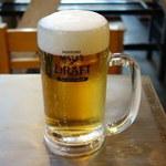 今成 - 180円ビール。もちろん、お代わりバンバンしちゃいますよ。