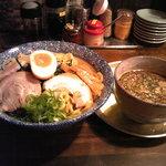 麺舎 いっとう - つけ麺とつけ汁(H22.3)