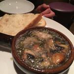 ビストロ ジドリーノ - 牡蠣のアヒージョ。