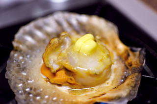 炉端 小次郎 - ホタテのバター焼き