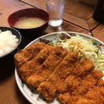鉄板居酒屋 一喜 - 人気のチキンカツ定食。これで500円。